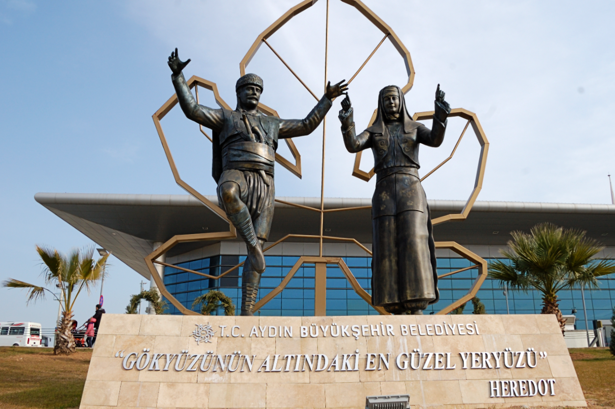 Aydın Bus Station Statue With Herodotus quote