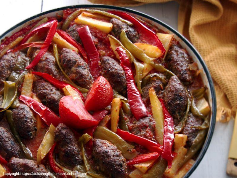 Turkish Meatballs in Tomato Sauce (Izmir Köftesi)